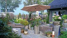 Love the fence. Outdoor Spaces, Outdoor Decor, Fence, Plants, Terrace Ideas, Home Decor, Balcony, Gardening, Google