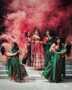 Bookmark this bridesmaid pose for your D day Bridesmaid Poses, Bridesmaid Outfit, Trendy Wedding, Wedding Styles, Indian Wedding Photos, Haldi Ceremony, Best Friend Wedding, Pre Wedding Photoshoot, Beach Photography Poses