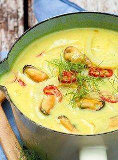 Mosselsoep met Kerrie en kurkuma Dutch Recipes, Fish Recipes, Great Recipes, Soup Recipes, Healthy Recipes, Belgian Food, Deli Food, Good Food, Yummy Food