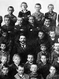 Adolf Hitler at school. LM★