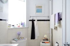 The Secret to Effective Small Spaces, as Proven by Nancy's Tiny New York Bathroom