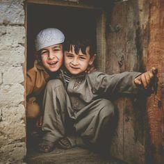 Mecca Wallpaper, Islamic Wallpaper, Precious Children, Beautiful Children, Islamic World, Islamic Art, Couple Photography Poses, Children Photography, Afghanistan Culture