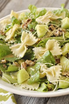 Caesar Pasta Salad brings the flavor of your favorite salad to pasta dish. Serve it as a side salad or add chicken to make it a delicious summer dinner. Cooking Art, Cooking Recipes, Salad Dressing Recipes, Pasta Salad Recipes, Healthy Salads, Healthy Eating, Healthy Recipes, Salad Bar, Soup And Salad