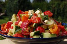 Görögsaláta: tedd izgalmasabbá a megszokottat! Caprese Salad, Fruit Salad, Salad Recipes, Bacon, Meals, Cooking, Ethnic Recipes, Cook Books, Food