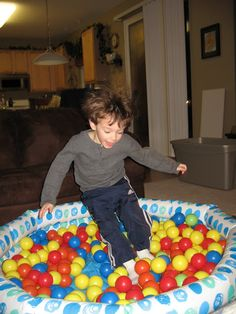 Pit Ball Wading Pool: fill a small inflatable wading pool with plastic pit balls for a great indoor sensory diet activity Sensory Processing Disorder Autism, Autism Spectrum Disorder, Fun Activities For Kids, Sensory Activities, Ot Therapy, Mother Bears, Sensory Diet, Sensory Integration, Family Kids