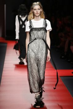 No. 21 Spring 2016 Ready-to-Wear Collection Photos - Vogue