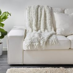 OFELIA plaid | IKEA IKEAnl IKEAnederland designdroom woonkamer kamer inspiratie wooninspiratie interieur wooninterieur decoratie decoratief accessoire accessoires kleed KIVIK bank zitbank sofa wit