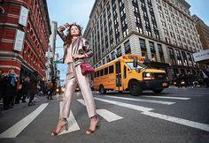 Guiada pelas principais tendências da cena internacional a @jorgebischoff escolheu Nova York como cenário de sua campanha outono-inverno 2017. A modelo russa Anastasia Safonof foi clicada em locais icônicos da Big Apple como Brooklyn e Soho em Manhattan pelo top fotógrafo Alex Korolkovas com um estrelado time de profissionais na produção do set. Alinhada à coleção a campanha mostra o espírito contemporâneo da mulher a label.  via HARPER'S BAZAAR BRAZIL MAGAZINE OFFICIAL INSTAGRAM - Fashion…