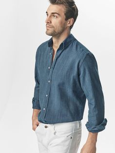 Chambray Shirt Outfits, Formal Shirts For Men, Designer Suits For Men, Gents Fashion, Herren Outfit, Stylish Mens Outfits, Men's Wardrobe, Men Casual, Smart Casual