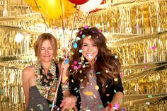 Inspiration for Photobooth Backdrop in Gold -- Great for New Year's Eve Party Diy Photo Booth Backdrop, Backdrop Ideas, Photobooth Idea, Photo Props, Serpentina, Nye Party, Party Time, Glitter Wedding, Grad Parties