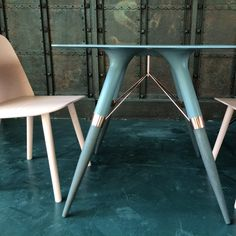 Table T size M/ Deep Gray solid Corian, Oak solid Wood painted in dark gray, copper construction/ 75x75x72cm  With Muuto pink chairs