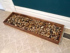 DIY Drip Tray for Wet and Muddy Shoes Is your house lacking a mudroom? This DIY drip tray is a perfect solution to keep your wet and snowy shoes and boots organized and clean in your home. Shoe Tray, Boot Organization, Woodworking Projects, Diy Projects, Woodworking Plans, Boot Rack, Boot Storage, Drip Tray, Mudroom