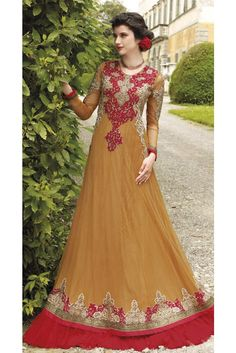 Be the center of attention with this beige georgette designer gown. The embroidered and resham work appears chic and great for any occasion. (Slight variation in color, fabric & work is possible. Designer Anarkali, Designer Evening Dresses, Designer Gowns, Fancy Gowns, Anarkali Dress, Anarkali Suits, Pakistani Dresses, Chiffon Gown, Party Wear Dresses