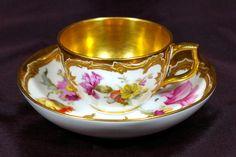 ** Šálek na čaj - malovaný, vnitřně zlacený porcelán **