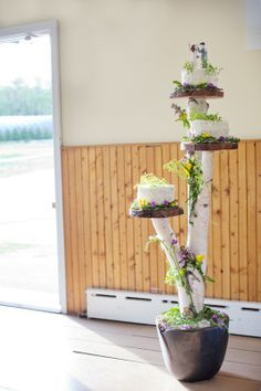 Quite the interesting way to display an Outdoors-man inspired wedding cake! So cool!
