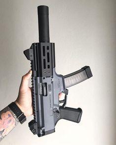 So hawt - © - Weapons Lover Weapons Guns, Guns And Ammo, Ar Pistol, Battle Rifle, Submachine Gun, Concept Weapons, Custom Guns, Military Guns, Cool Guns