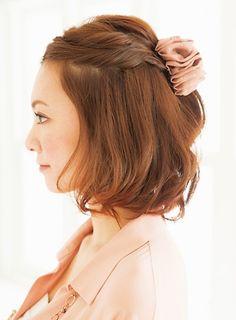 ショートボブのヘアアレンジ② ハーフアップでちょい辛スタイル