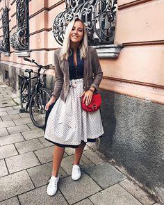 Exclusive designer dirndl and traditional costume * CocoVero Munich christinabiluca in CocoVero Dirndl Bibi Fashion Models, Girl Fashion, Fashion Dresses, Fashion Looks, Womens Fashion, Oktoberfest Outfit, Dirndl Outfit, Drindl Dress, German Fashion
