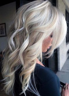 Beautiful Long Blonde Hairstyles with Side Bangs in 2018 Wanna sport some kind of unique hair colors and hairstyles? See here and find our best collection of long blonde hair styles with side bangs and fringes in year Blonde Hair With Highlights, Blonde Balayage, Blonde Fall Hair Color, Ombre Highlights, Bright Blonde, Winter Blonde Hair, Icy Blonde, Shades Of Blonde, Side Bangs Hairstyles