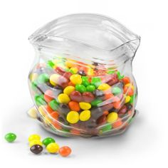 Part candy bowl, part optical illusion - the Glass Candy Dish for both knickknacks and favorite snacks. This looks so realistic! Candy Bowl, Glass Candy, Candy Jars, Candy Dishes, Candy Popcorn, Candy Buffet, Dot And Bo, Verre Design, Snacks