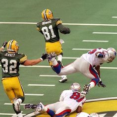 Desmond Howard of the Packers going all the way on the kickoff return to  give Green Bay the win over New England in Super Bowl XXXI action at the  Superdome 1b8acb242a4c