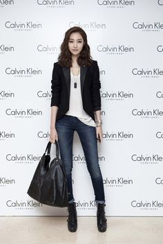 Jun-hee Ko's fashion analysis of the emerging 'style icon' - Sites new Work Fashion, Asian Fashion, Fashion Looks, Fashion Outfits, Womens Fashion, Casual Work Outfits, Blazer Outfits, T-shirt Und Jeans, Preppy Mode