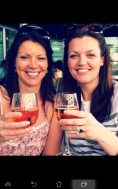 anne cox and jay tomlinson - in-laws hanging out :-) Jay Tomlinson, Tomlinson Family, Louis Tomlinson Son, Four One Direction, One Direction Pictures, Louis Tomlinsom, Louis And Harry, Zayn, Fanfic Larry Stylinson