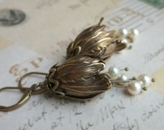 Orecchini di perle, gioielli da sposa, stile Vintage ottone antico Tulip orecchini, orecchini di damigella d'onore