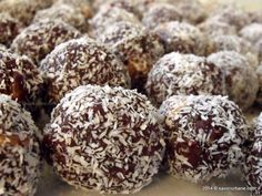 Recipe Cocao and coconut balls (with dried fruit) by Nourish Nutrition, learn to make this recipe easily in your kitchen machine and discover other Thermomix recipes in Desserts & sweets. Cinnamon Cream Cheese Frosting, Cinnamon Cream Cheeses, Gluten Free Carrot Cake, Coconut Balls, Romanian Food, Romanian Recipes, Truffle Recipe, Icing Recipe, Almond Recipes
