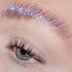Obsessed with these glitter brows @hollifer__ achieved using UNICORN QUEEN #DiamondCrushers