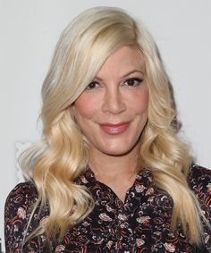 Tori Spelling Long Wavy Formal Hairstyle – Light Golden Blonde Hair Color - New Site Formal Hairstyles, Celebrity Hairstyles, Straight Hairstyles, Short Straight Hair, Long Wavy Hair, Golden Blonde Hair, Hair Density, Hair Color, Blonde Color