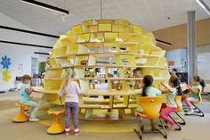 Image 5 of 22 from gallery of St Mary of the Cross Primary School / Baldasso Cortese Architects. Photograph by Peter Clarke Kids Library, Library Design, Learning Spaces, Learning Environments, Kids Indoor Play Area, Ideas Actuales, Future School, School School, Nursery School
