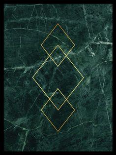 Triangle Gold green marble, poster. Guldposter med grön marmor. En poster med trianglar i guld. Texten är tryckt på mönster av grön marmor. Guld och marmor är verkligen hur snyggt som helst!