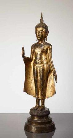 AUF LOTUSBASIS STEHENDER BUDDHA SHAKYAMUNI - Bronze mit Vergoldung. Siam, [...]