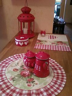 La mia Cucina... Rustic Curtains, Red Gingham, Tablescapes, Farmhouse Decor, Shabby Chic, Country, Crafts, Cozy Kitchen, Gingham