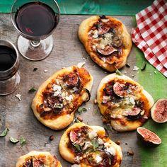 Pizette met blauwe kaas, rode ui & verse vijgen