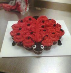 Ladybug Cupcake pull apart (I like the idea but I would make the head the top 4 cupcakes) Ladybug Cupcakes, Ladybug Party, Fun Cupcakes, Cupcake Cookies, Kitty Cupcakes, Snowman Cupcakes, Giant Cupcakes, Birthday Cupcakes, Pull Apart Cupcake Cake
