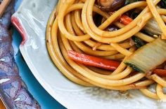Chinese New Year: Vegetable Lo Mein Vegetarian Main Dishes, Vegetarian Cooking, Vegetarian Recipes, Cooking Recipes, Healthy Recipes, Vegan Food, Vegetable Lo Mein, Great Recipes, Favorite Recipes