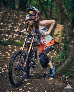 There are many different kinds and styles of mtb that you have to pick from, one of the most popular being the folding mountain bike. The folding mtb is extremely popular for a number of different … Mountain Biking Women, Road Bike Women, Mountain Bike Trails, Mountain Bike Shoes, Downhill Bike, Mtb Bike, Vtt Dirt, Montain Bike, Sport Bikes