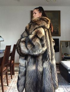 Gorgeous fur on beautiful women. Doesn't get much better than this. Puffer Coat With Fur, Long Fur Coat, Fur Fashion, Womens Fashion, Fox Coat, Oversized Coat, Fall Trends, Fox Fur, Mantel