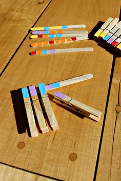 These simple and engaging pattern activities for Kindergarten and preschool aged children are brilliant. Clothespins and popsicle sticks - so easy! Motor Skills Activities, Kids Learning Activities, Gross Motor Skills, Kindergarten Activities, Classroom Activities, Numeracy Activities, Sensory Activities, Teaching Ideas, Classroom Ideas