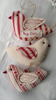 Set of Three Red and White Christmas Bird Fabric Ornament /Hanging Decoration Ensemble de trois ornement Noël rouge et blanc par AgnesFeltCraft Candy Cane Christmas, Christmas Bird, Christmas Ribbon, Christmas Sewing, Handmade Christmas, White Christmas, Christmas Movies, Christmas Christmas, Beautiful Christmas