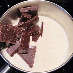 Tort de ciocolată cu zmeură și mascarpone – Chef Nicolaie Tomescu Caramel, Deserts, Food And Drink, Candy, Mascarpone, Sticky Toffee, Postres, Sweets, Dessert