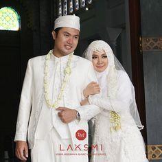 Indonesian Wedding, Kebaya, Wedding Poses, Hijab Fashion, Wedding Inspiration, Gowns, Weddings, Couples, Instagram Posts