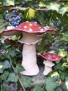 http://de.dawanda.com/product/19286009-Fliegenpilze-2er-Set-frostfest-Pilze-Unikate-XXL