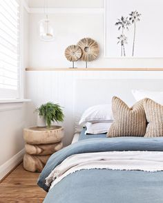 Small bedroom decor ideas space saving, include modern design, rustic ideas and more. If you want to try small bedroom decor, you can browse our website from time to time. One Bedroom Apartment, Home Bedroom, Decor Room, Bedroom Decor, Home Decor, Bedroom Ideas, Bedroom Makeovers, Bedroom Signs, Decorating Bedrooms