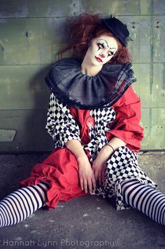 che ti devo dire....troppe oche in giro...tired lady clown