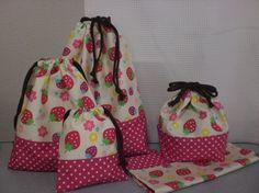 女の子用のお弁当袋とナフキン、大・中・小の巾着の5点セットです。かわいいイチゴの柄に、ビビットなピンクの水玉を合わせてみました。巾着大…縦36㎝...|ハンドメイド、手作り、手仕事品の通販・販売・購入ならCreema。