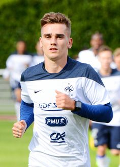 Antoine Griezmann French Soccer Players, Good Soccer Players, Football Players, Antoine Griezmann, Football Drills, Football Soccer, Soccer Stars, Soccer Cleats, Psg