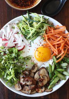 Quinoa Bibimbap (Korean Mixed Veggies Quinoa Bowl) recipe by SeasonWithSpice.com